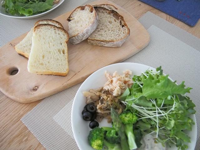 秩父 高麗の日月堂さんのパンと、浜松クラフトフェアで買ったウッドボード
